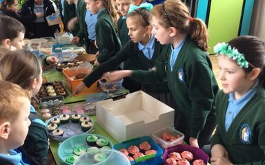 Y6's Fundraising Friday Cake Sale!